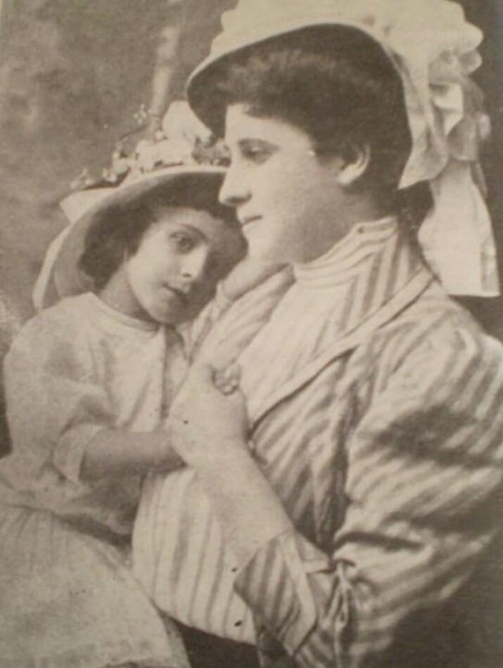 Natalia Negru cu fiica, Corina